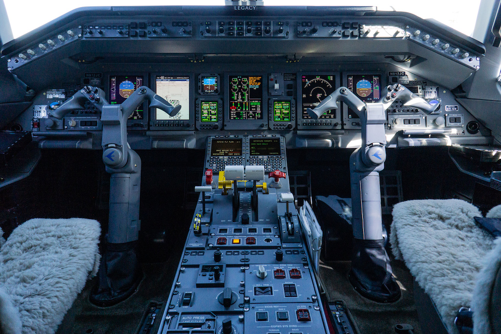 Embraer Legacy 650 Cockpit Private Jet Charter